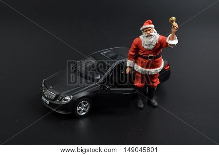 the christmas figure santa claus with car