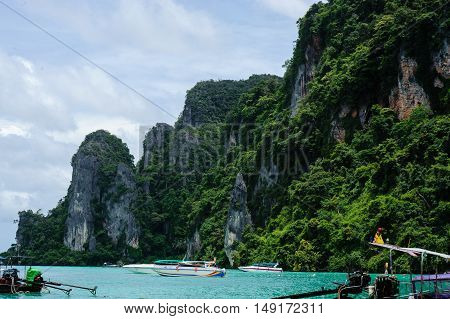 Coastal cliffs on the beach of Koh Thailand.