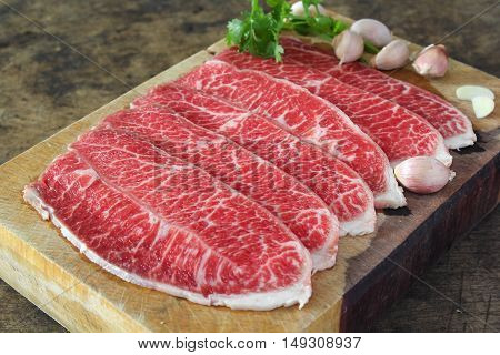 Slide chuck beef preparation for cooking food
