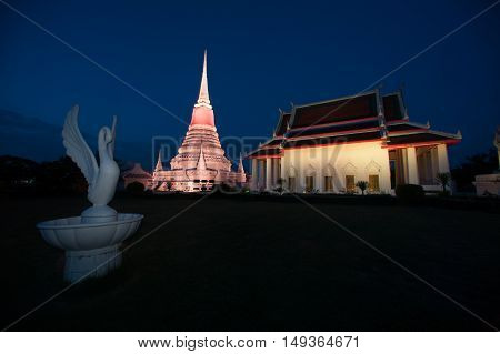 SAMUT PRAKAN,THAILAND-AUGUST 6,2016 : Colorful on twilight of the most important temples is Phra Samut Chedi. It is only the symbol of the Samut Prakan Province , Middle of Thailand.