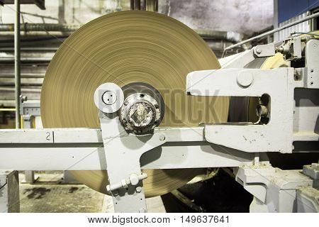Roll of paper and paper-makin machine. Paper manufacture