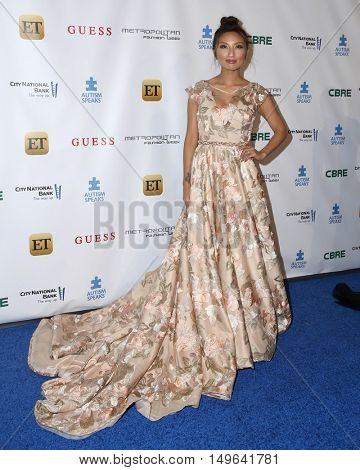 LOS ANGELES - SEP 29:  Jeannie Mai at the Autism Speaks' La Vie En BLUE Fashion Gala at the Warner Brothers Studio on September 29, 2016 in Burbank, CA