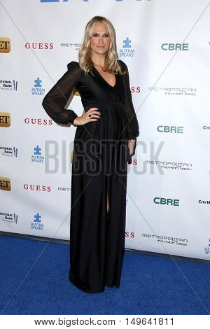LOS ANGELES - SEP 29:  Molly Sims at the Autism Speaks' La Vie En BLUE Fashion Gala at the Warner Brothers Studio on September 29, 2016 in Burbank, CA