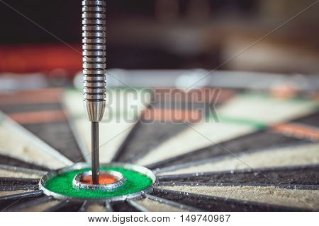 The Darts In Bull's Eye, Close Up