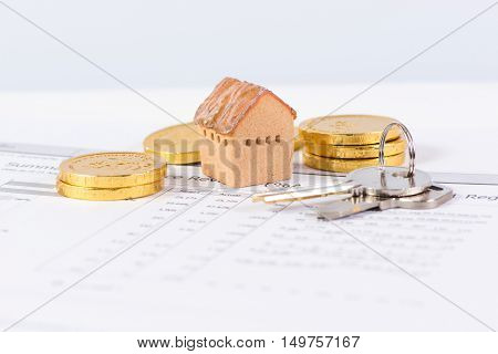 House and keyring invesment and realestate concept