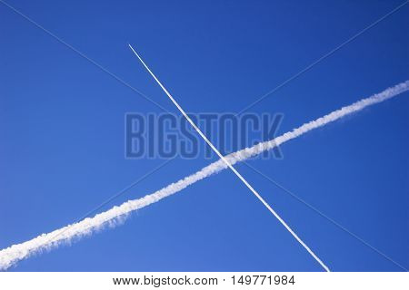 Reticle planes in the sky leaving a white trail