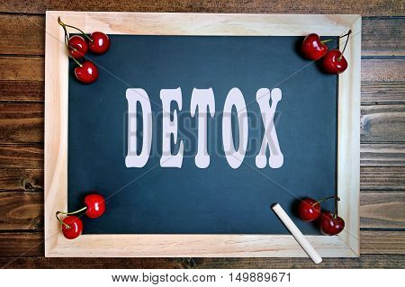 The word Detox on small chalkboard closeup