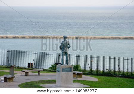 Naval statue overlooking Channel from Dover Castle