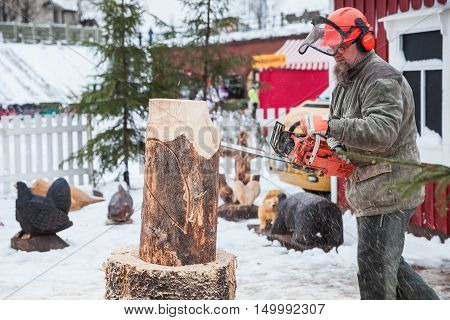 Professional Finnish Sculptor With A Chainsaw