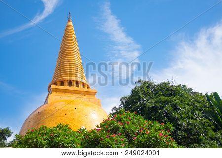 Phra Pathom Chedi Biggest Sanctuary Is A Vital Part Of Thailand.