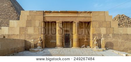 The Mortuary Temple Of Khufu At Giza Pyramid Complex Revealing Part Of The Pyramid Of Khufu In The B