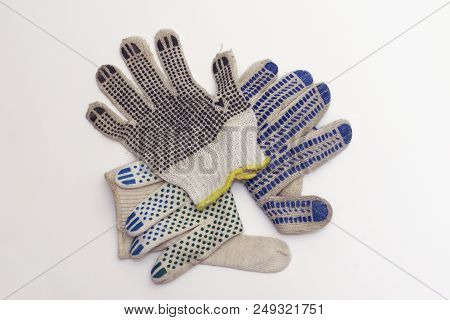 Cotton Gloves For Gardening, With Yellow Hem And Black Rubber Anti Slip Dots, Lies On Top Sides, In