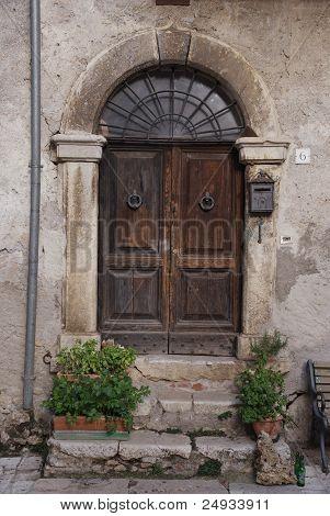 old door in Roviano
