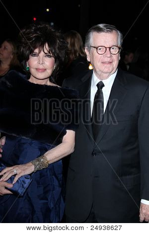 LOS ANGELES - NOV 5:  Carole Bayer Sager, Bob Daly arrives at the LACMA Art + Film Gala at LA County Museum of Art on November 5, 2011 in Los Angeles, CA