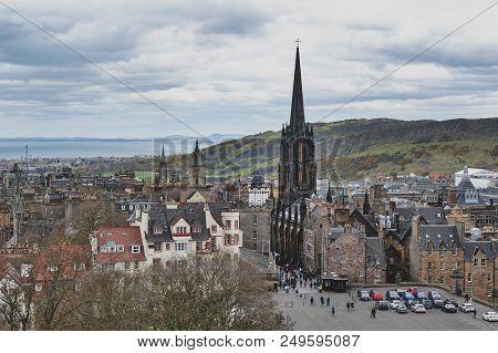 Edinburgh, Scotland - April 2018: Cityscape Of Old Town Edinburgh On Royal Mile In Scotland With Tro