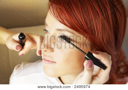 Kosmetika tut Make red haired Frau bis