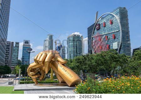 Gangnam Style Horse Dance Statue