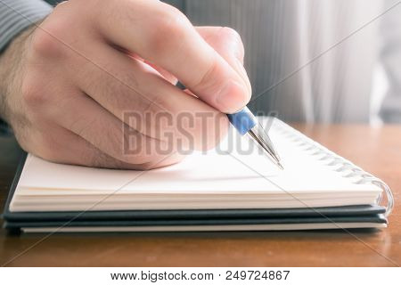 A Dont Forget Concept To Write Important Things Down In A Notepad