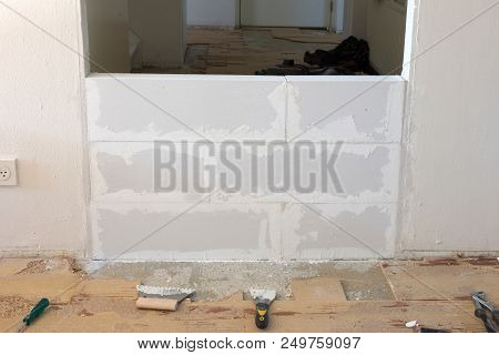Building A Small Wall With Lightweight Concrete Blocks