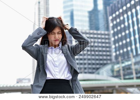 Business Concepts. Businessmen Are Stressed In The City. Business People Are Headache And Uneasy. Th