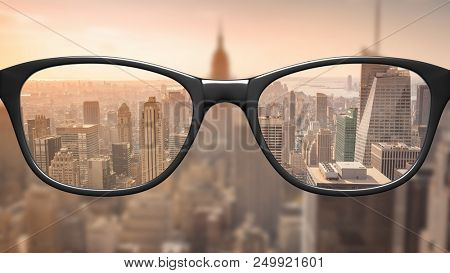 View through glasses sharp with glasses unsharp without glasses