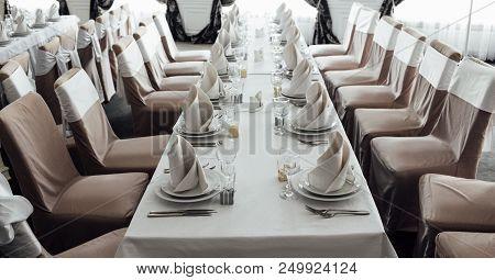 Elegant Set Table, Wedding Preparation. Seth Dishes And Chairs, Wedding Decoration