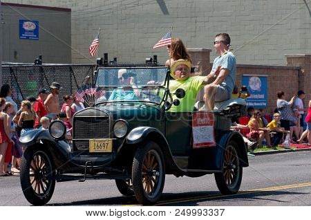 Mendota, Mn/usa - July 14, 2018: Mayor Of Mendota In Motorcade Smiling At Spectators During Annual M