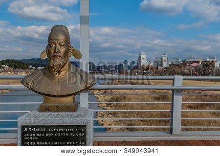 Daejeon, South Korea; January 30, 2020: Bronze Bust Of Choe Mu-seon (1325-1395) Medieval Korean Scie