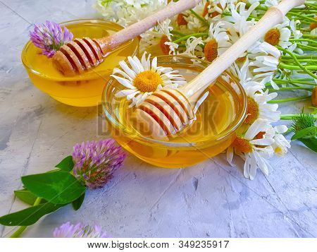 Container, Taste, Spoon, Golden, Stick, Jar, Floral, Gray Concrete Background, Glass, Natural, Clove