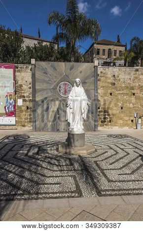Nazareth, Israel, January 26, 2020: Virgin Mary Statue At Court Yard Of The Church Of The Annunciati