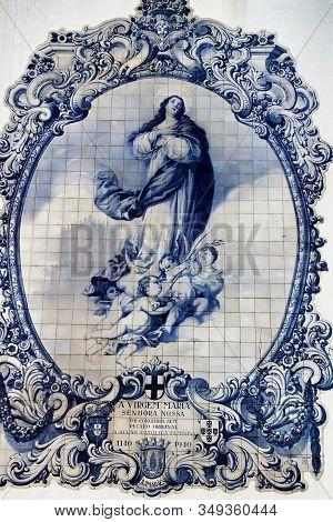 Guimaraes, Porto, Portugal- January 4, 2020: Beautiful Image Of Nossa Senhora Do Carmo On Tiles On T