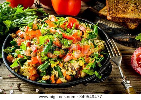 Mexican Southwestern Egg Scramble, Simple Healthy Breakfast Idea With Eggs And Vegetables, With Toas