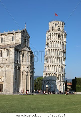 Pisa, Pi, Italy - August 21, 2019: Leaning Tower Of Pisa And The Basilica In Campo Dei Miracoli Squa