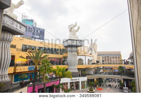 Los Angeles/usa- 01.12.20 :   Hollywood And Highland Center Shopping Mall  With Elephant Statue And