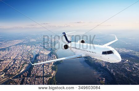 Airplane / jet plane leaving big city - Flying in the sky
