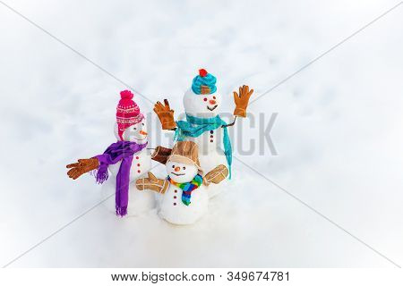 New Year Banner. Funny Group Of Snowmen Family In Stylish Hat And Scarf On Snowy Field. New Year Gre