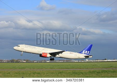Amsterdam The Netherlands - April 7th, 2017: Oy-kbl Sas Scandinavian Airlines Airbus A321 Takeoff Fr