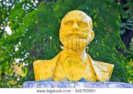 Kiev,ukraine-aug 30, 2019:pavlov Ivan(1849-1936), Famous Russian Scientist,statue In Kyiv City Psych