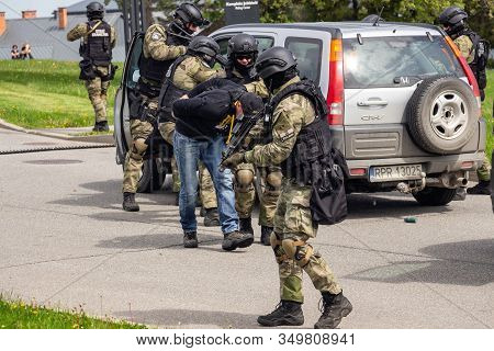 Arlamow, Poland - May, 2019: A Soldier Of The Special Counter-terrorism Unit Of The Polish Border Gu