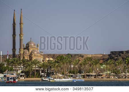 Sharm El Eheikh, Egypt - November, 2017: El Sahaba Mosque On The Shores Of The Red Sea In The Bay Of