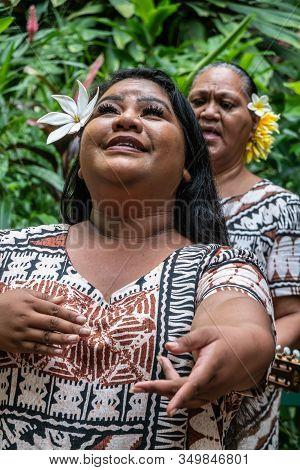 Kamokila Village, Kauai, Hawaii, Usa. - January 16, 2020: Female Folk Singer Performs Wedding Song O