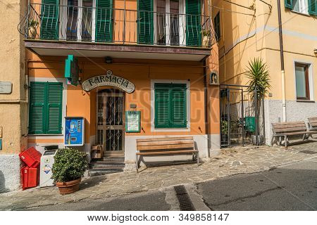 Manarola, Liguria, Italy - October 05 2017: Colorful Building And Architecture In Manarola Town In C