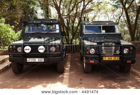Land Rover Defender - Kings Of African Roads.