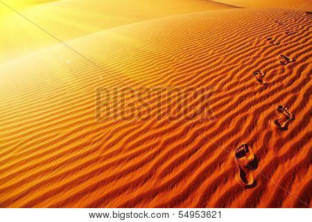 Fußabdrücke auf Sanddüne, die Wüste Sahara, Algerien