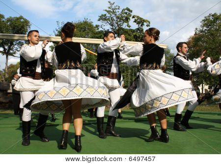 Traditional Romanian Dance
