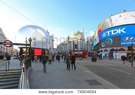 Piccadilly Circus Christmas