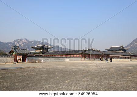 Seoul, Korea - January 06, 2014: East Enterance Of Gyeongbokgung