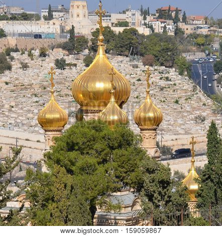 JERUSALEM ISRAEL 25 11 16: Gold Domes of church is dedicated to Mary Magdalene. According to the16th chapter of the gospel of Mark, Mary Magdalene was the first to see Christ after his resurrectio