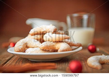 Vanilla Horse Shoe Cookies On A Plate