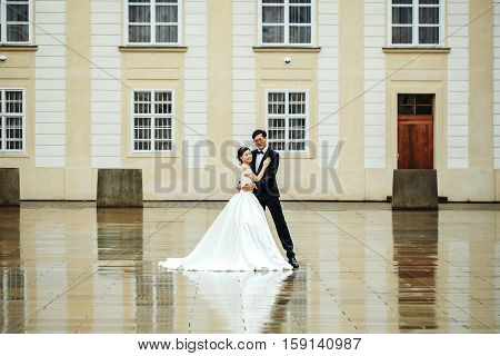 Chinese Groom And Bride Dance
